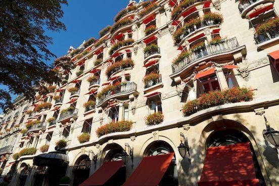 Tourisme de luxe et institutions