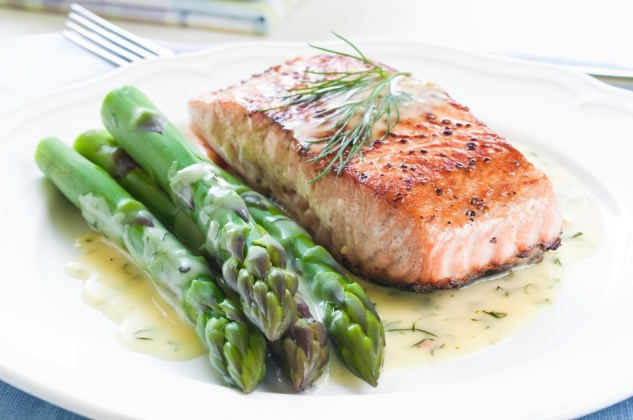 photodune-4614841-salmon-with-asparagus-s