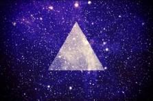 """Das """"Hipster-Triangle"""" - oft mit Hintergründen der Galaxy oder ironischen Spüchen in der Mitte. (Quelle: kndrzmmr.wordpress.com)"""