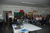 Die Schülerinnen und Schüler des Jahrgangs 10 des LSGs hören interessiert den Ausführungen der Referenten zu. (Foto: H. Schröder)
