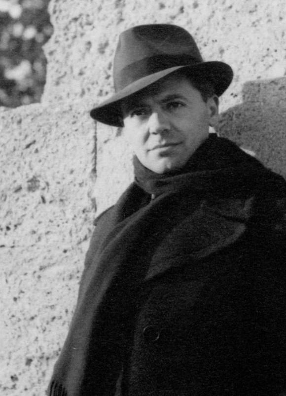 Jean Moulin aux Arceaux près de la promenade du Peyroux à Montpellier, en 1940.