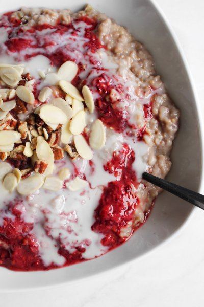 Strawberry-Rhubarb Oatmeal [How to make them easier to digest]