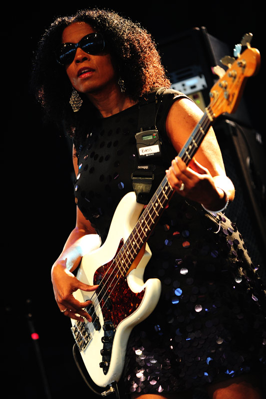 The B52s  Additional bass player Tracy Wormworth 815