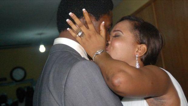 Une mère épouse son fils de qui elle est enceinte