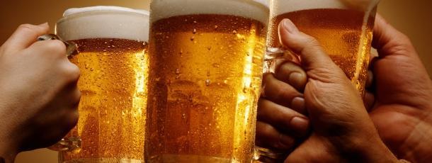 Amsterdam : des alcooliques payés en bières pour nettoyer les rues
