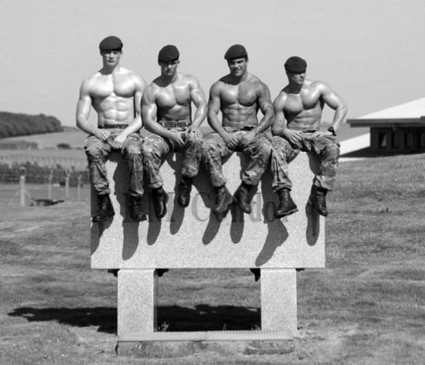 Les commandos de la Royal Navy font leur calendrier sexy 2014
