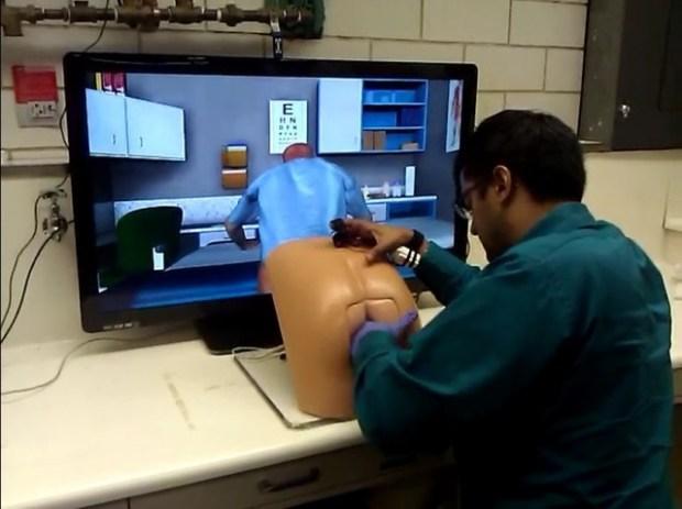 Un jeu de simulation de toucher rectal pour les apprentis docteurs