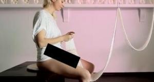 [Vidéo] Elle tricote à partir de son vagin (tricot vaginal)