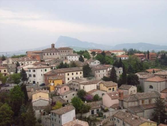 Verucchio malerischer Bergort in der Nähe von Igea Marina - im Hintergrund die Höhen von San Marino -