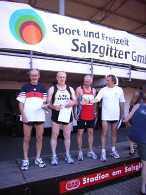 Siegerehrung M55 400m v.l.n.r. Helmut Meier, Friedrich Müller, Wolfgang Prystawek, Peter Siems