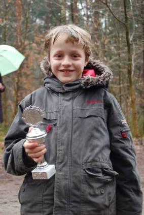 """Auch Tetjus Pape erhielt im Großen Holz für seinen """"Oste-Cup"""" – Gesamtsieg einen Pokal."""