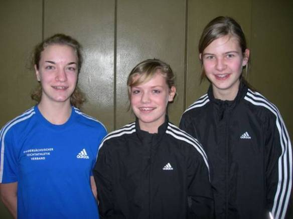 Tami u. Lara Gerken, Milena Peper über 800m mit erfolgreichem Einstand.