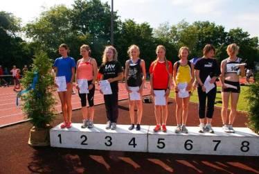 Siegerehrung über 800m der weiblichen Jugend B