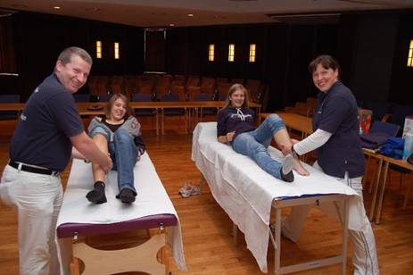Im Rathaussaal wurden vom Team der Physiotherapie-Praxis Zimmermann für Aktive und Helfer kostenlose Massagen angeboten.