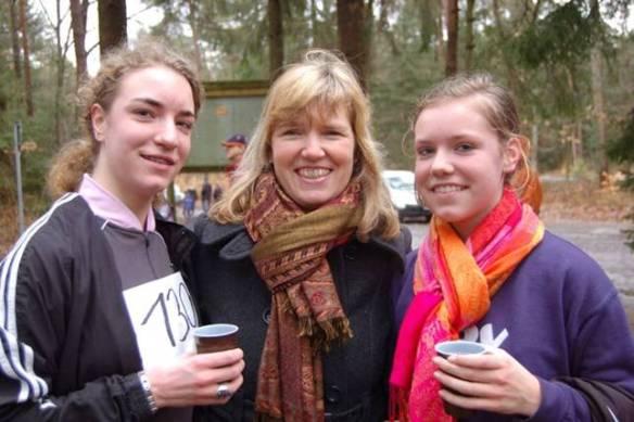 Zi03: Tami Gerken (li.), Lara Gerken (re.) und ihre Mutter Michaela.