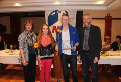 Sparkassen-Pokal 2012 für Tami Gerken und Janosch Bieck, TSV BRV. Die Ehrung wurde durchgeführt von Frau Wilkens-Lustig von der Sparkasse Rotenburg/Bremervörde und Theo Maxin, 1. Vorsitzender KLV Rotenburg.