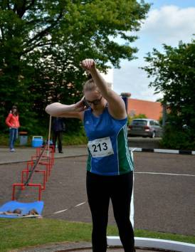 : Eine Weite von 13,52 m im Kugelstoßwettbewerb der weiblichen Jugend U18 durch Catharina Carstensen vom SC Urania Hamburg bedeutete ebenfalls einen neuen Pfingstsportfestrekord.