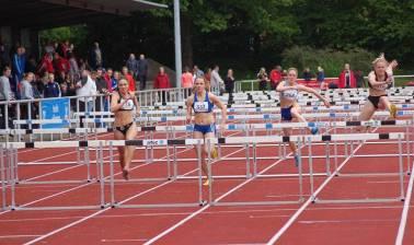 Die Deutsche Meisterin Nancy Beinlich (Nr. 337, 1. LAV Rostock) gewann am ersten Veranstaltungstag die 100m Hürden der weiblichen Jugend U20 in 14,85 sec.