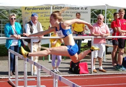 Die Deutsche Meisterin Nancy Beinlich (1. LAV Rostock) gewann auch am zweiten Veranstaltungstag das Rennen über die 100m Hürden der weiblichen Jugend U20.