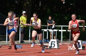 Lena Behrens (Mitte) startete für die LAV in der weiblichen Jugend U18.