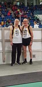 Czeslaw Pradzynski (li.) und Helmut Meier nach den erfolgreichen Finals über 60m.
