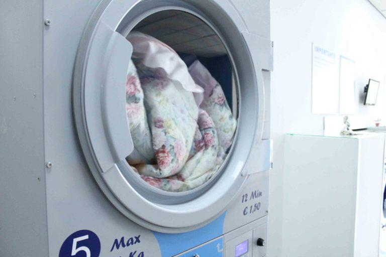 Sì, abbiamo indicato il lavaggio in lavatrice perché è altamente sconsigliato compiere un lavaggio a mano di una trapunta invernale. Come Lavare Piumone In Lavatrice Senza Rovinare La Lavatrice E Il Piumone