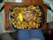 Запечено джуланче с картофки, приготвено и поднесено в LAVA