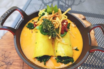 Пълнени тиквички с три вида ориз, зеленчуци, слънчогледов протеин и сос Бешамел
