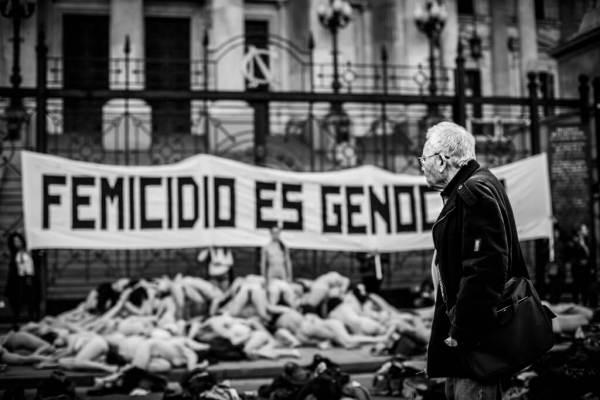 #FemicidioEsGenocidio: una acción poética y un mensaje contundente a los tres poderes del Estado