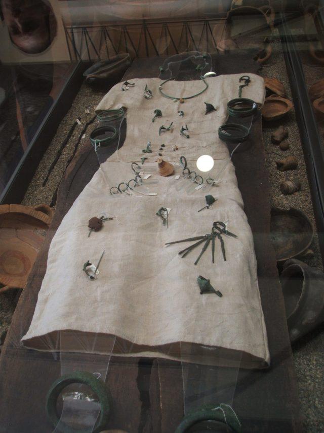 Ricostruzione del corredo funebre di una ricca signora vissuta nell'VIII secolo a.C, Museo Civico
