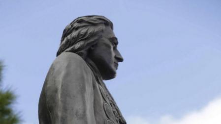 Monumento en recuerdo al teniente general de la Armada Blas de Lezo que ha inaugurado hoy el rey Juan Carlos.
