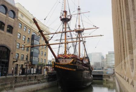 Reconstrucción del barco con el que el filibustero Francis Drake surcó los mares.