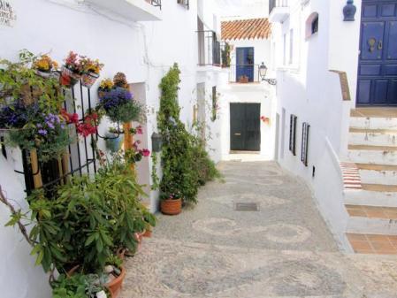 Una de las calles de Frigiliana (Málaga)