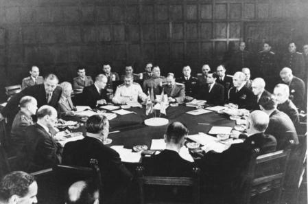 Momento del desarrollo de la conferencia de Potsdam.