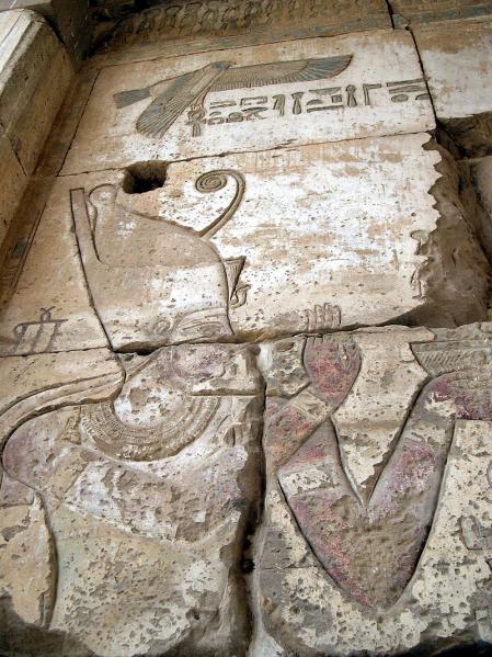 Darío como faraón de Egipto.