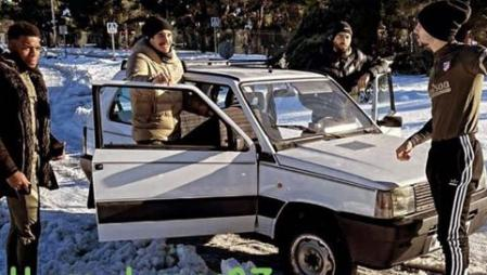 Vrsaljko, Carrasco, Hermoso and Lemar pose next to the Fiat Panda.