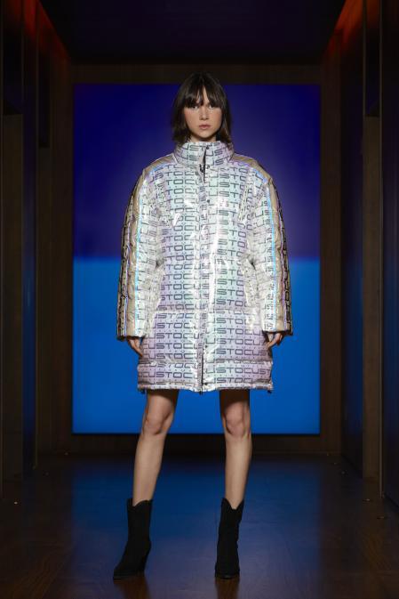 The Catalan designer has presented a festive fashion to raise spirits