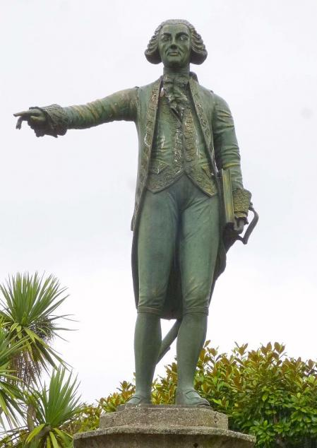 Monumento a Jorge Juan en Ferrol, La Coruña, España.