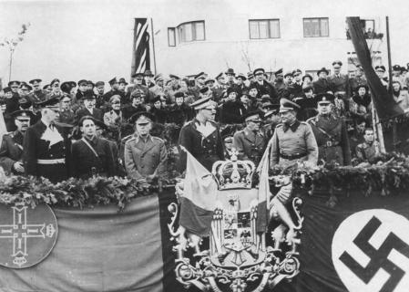 Antonescu junto al rey Miguel I.