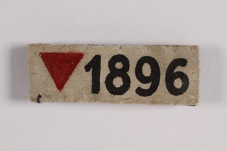Triángulo rosa utilizado por los nazis para identificar a personas homosexuales