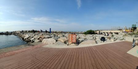 Limpieza del fondo marino de las playas de Barcelona.