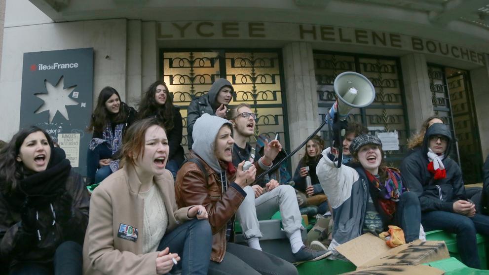 Francia vive hoy paros en el transporte y huelgas contra la reforma laboral