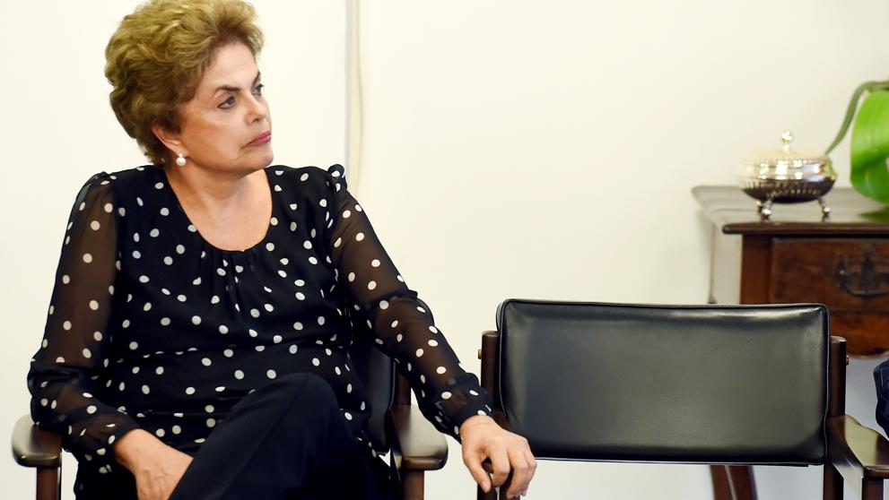 "Nuevo revés para Rousseff: dos partidos aliados apoyan su ""impeachment"""
