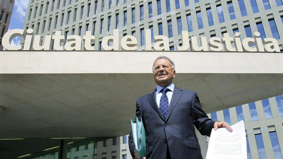 La UDEF detiene al presidente de Manos Limpias y desmantela la cúpula