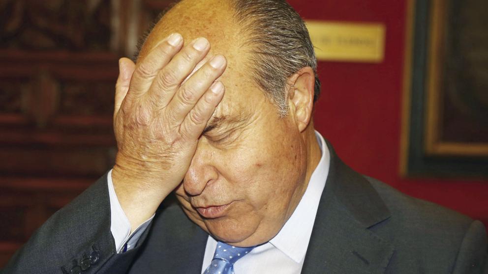 El alcalde de Granada y la edil de Urbanismo presentan su dimisión
