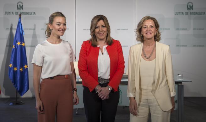 La presidenta de la Junta, Susana Díaz; la vicepresidenta de la Fundación Amancio Ortega, Flora Pérez (d), y Marta Ortega (i), hija del empresario,