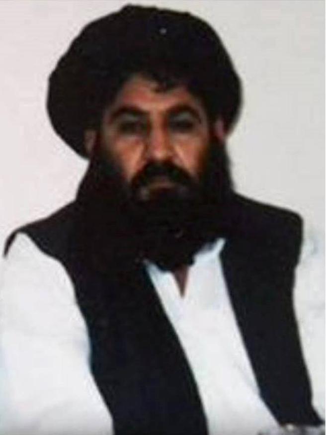 Fotografía publicada por los talibanes en diciembre de 2015 del Mulá Ajtar Mansur, AFP