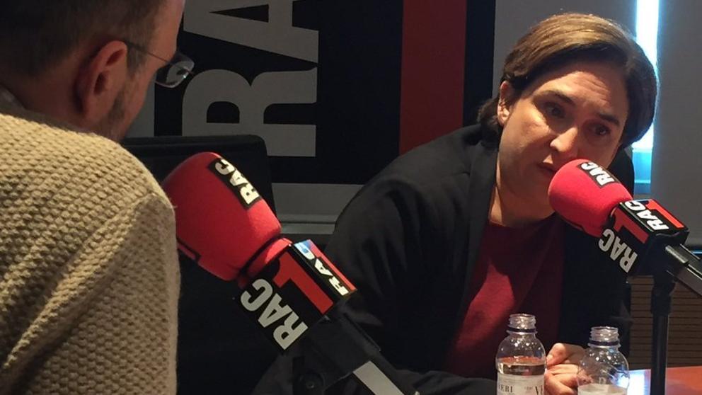 """Pedro Sánchez afea a Colau su """"postureo"""" y la alcaldesa le pide ocuparse de sus """"incapacidades"""""""