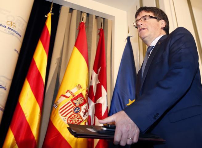 GRA003. MADRID, 27/05/2016.- El presidente de la Generalitat catalana, Carles Puigdemont, momentos antes de protagonizar un desayuno informativo del foro Nueva Economía, hoy en Madrid.