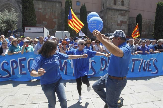 Ambiente festivo en la manifestación de la  Plataforma en Defensa del Ebro en Barcelona